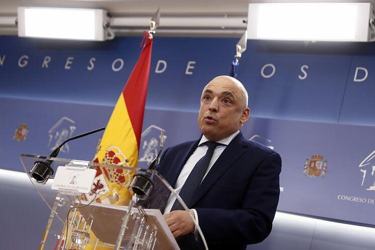 El portavoz adjunto del PSOE, Rafael Simancas, en rueda de prensa.
