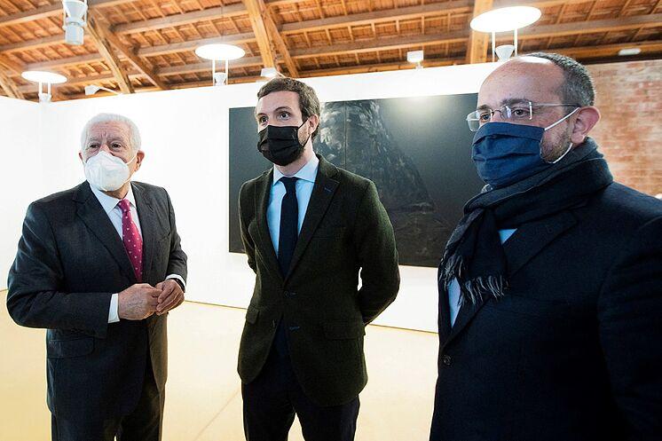 El presidente del PP, Pablo Casado (centro), este martes, en Matar