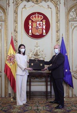 La nueva ministra de Justicia, Pilar Llop, recibe la cartera ministerial de manos de su predecesor, Juan Carlos Campo, en el Palacio de Parcent, a 12 de julio de 2021, en Madrid (España). El traspaso de carteras se efectúa después de que la nueva ministra