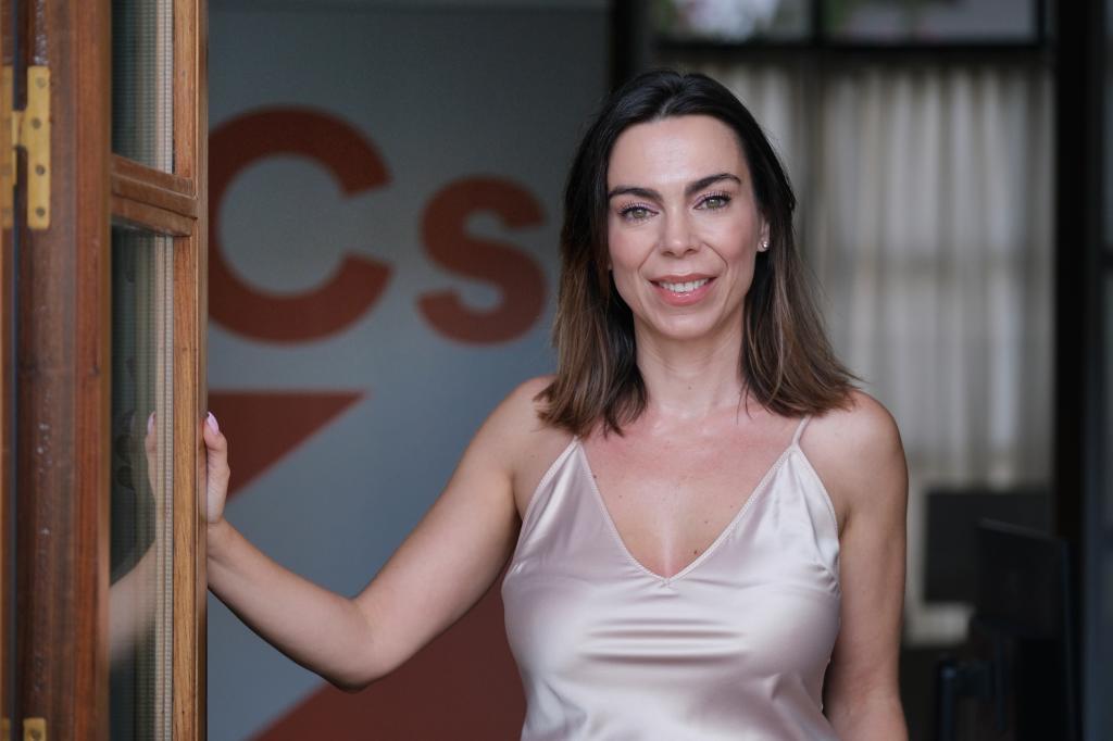 Teresa Pardo, en el despacho de Ciudadanos en el Parlamento andaluz.
