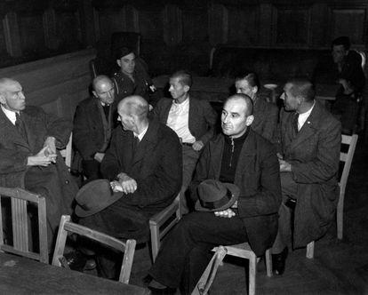 Miembros de la dirección y trabajadores de la clínica Hadamar, uno de los centros psiquiátricos en los que se ejecutaba el programa Aktion T4, durante el juicio de Bergen-Belsen, en septiembre de 1945.